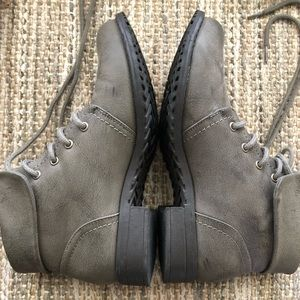 Grey Lace-Up Boots | 8